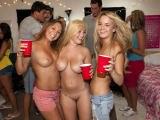 Malá studentská párty se zvrhla v pořádné orgie