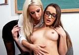 Americké krásky Sammie Rhodes a Dani Daniels v lesbickém sexu profesorky se studentkou